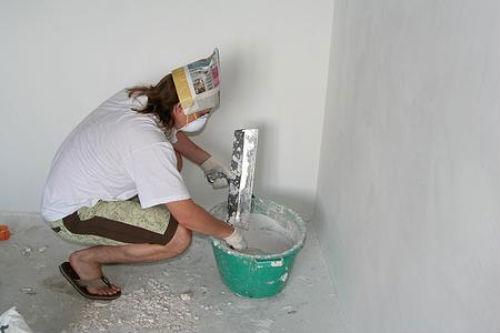 Как шпаклевать стену своими руками