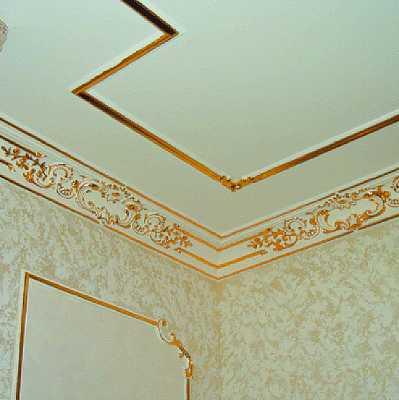 Молдинги на потолке в интерьере фото