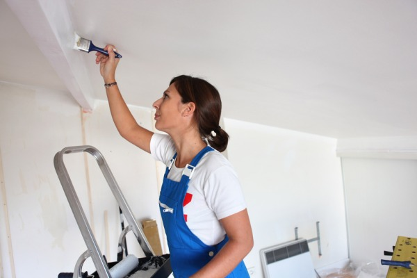 Покраска потолка своими руками фото
