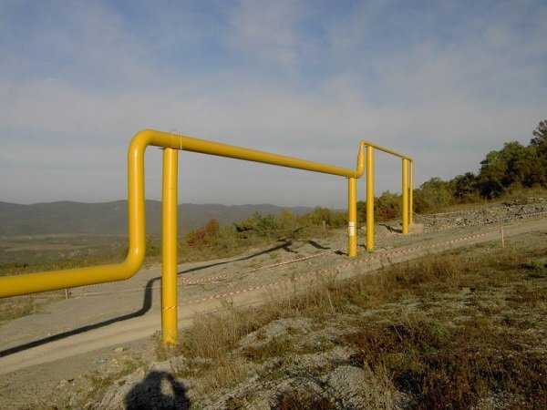 Трубы, по которым идёт газ
