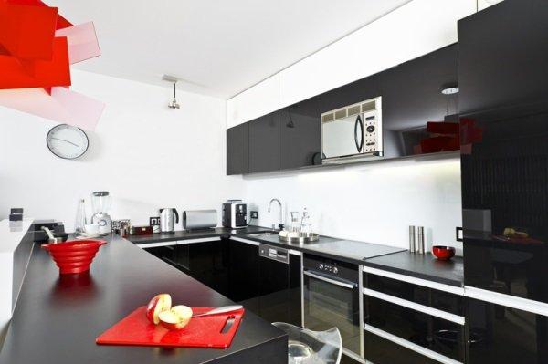 Чёрная мебель на кухне
