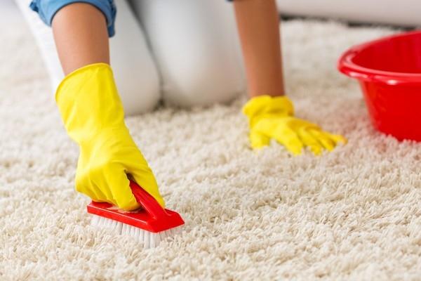 Как очистить ковровое покрытие в домашних условиях от