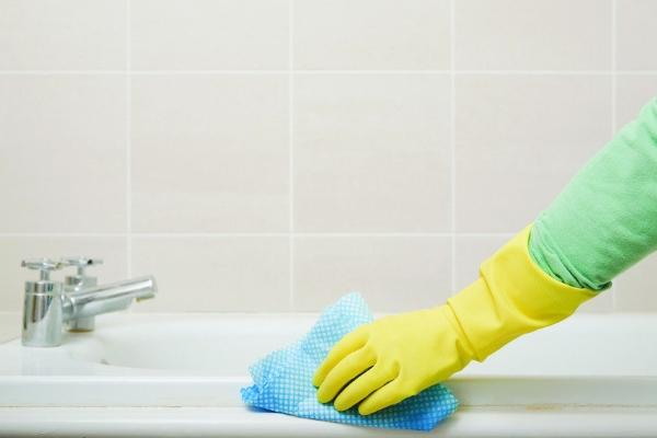 Снятие налета с акриловой ванны