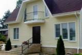 Нужен ли балкон в частном доме. Его строительство.